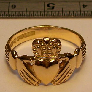 Claddagh gold rings from www.lainson.eu